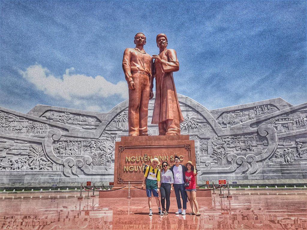 tượng đài nguyên sinh sắc